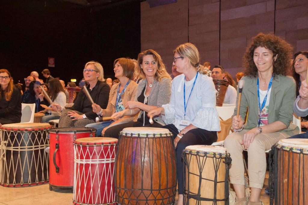 team building musica onebeat scienza ritmo drum circle