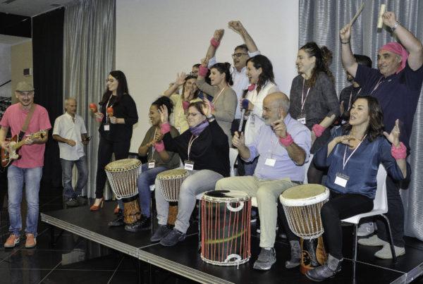 team building canto coro voce gospel jingle d'autore body percussion musica performance esibizioni sfida aziendale convention meeting riunioni