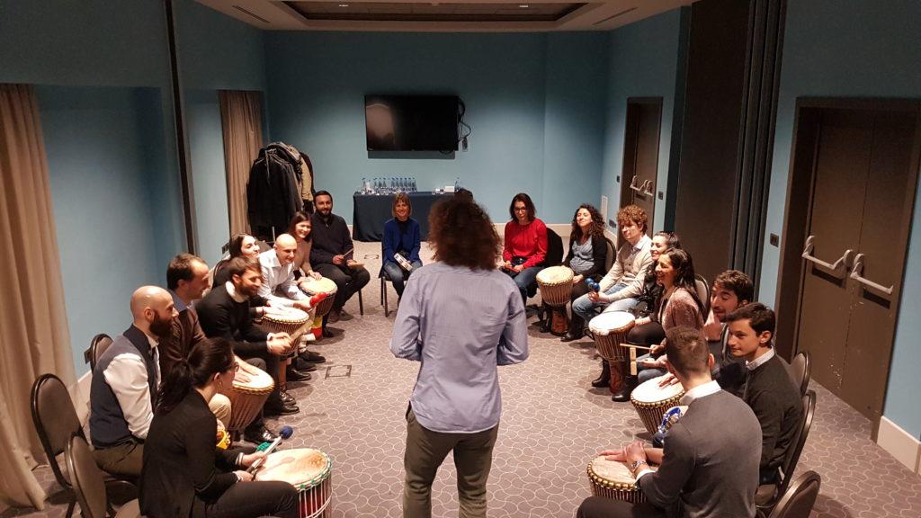 team building natale musica tamburi percussioni  attività team building cena natale
