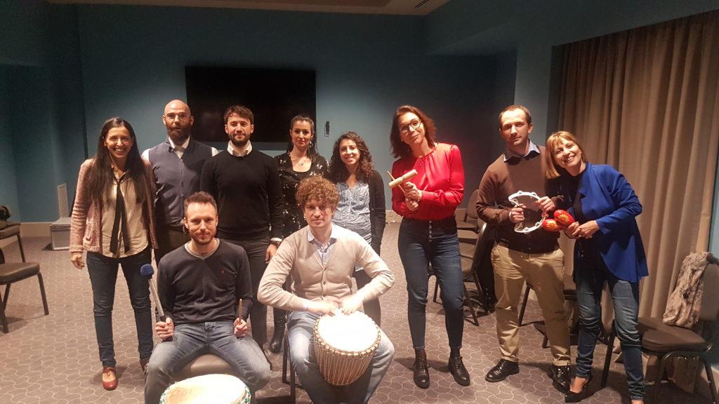 team building natale musica tamburi percussioni  attività team building cena natale jingle